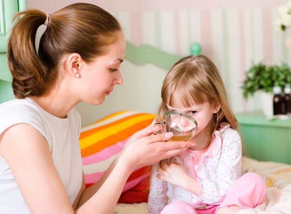 Обильное питье необходимо при первых признаках простуды
