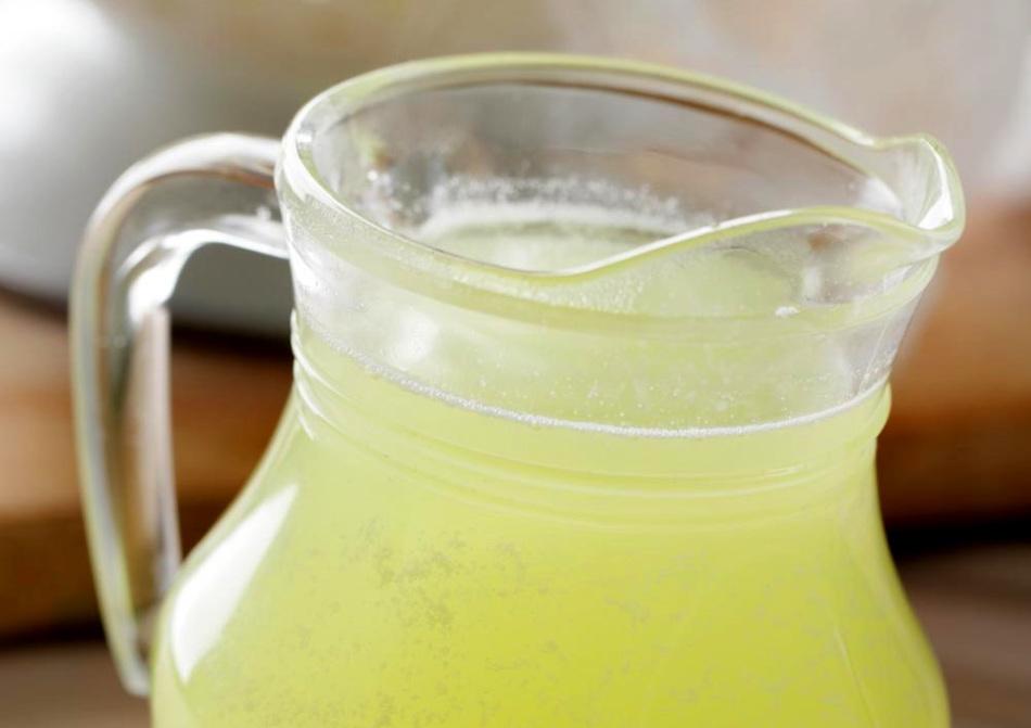 Молочная сыворотка служит основой для приготовления питательной сыворотки для волос