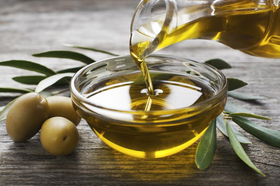 Оливковое масло отлично подходит для чистки ушей
