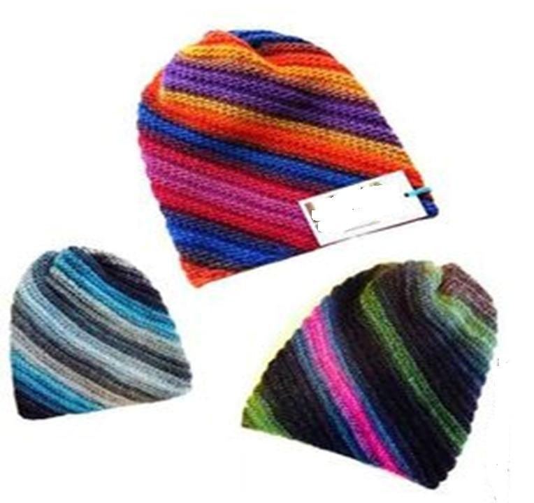 Три яркие шапки, связанные спицами платочной вязкой по диагонали