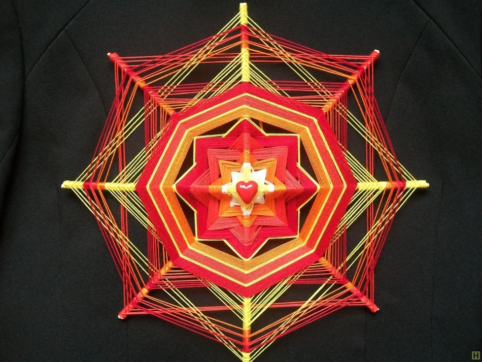 61a49dff9ad28386ebb0a47383d3f3b4 Мандала своими руками из ниток с желаниями, денежная, любви, для детей. Плетение мандалы для начинающих: схемы, значение