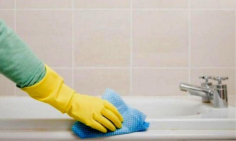 Если будете поддерживать чистоту в доме, проветривать, не допускать сырости в ванной комнате и туалете - сороконожки не заведутся
