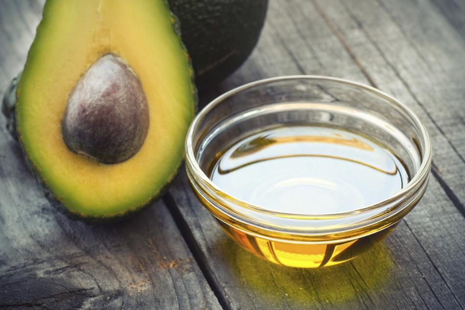 Масло авокадо очень полезно для ресниц