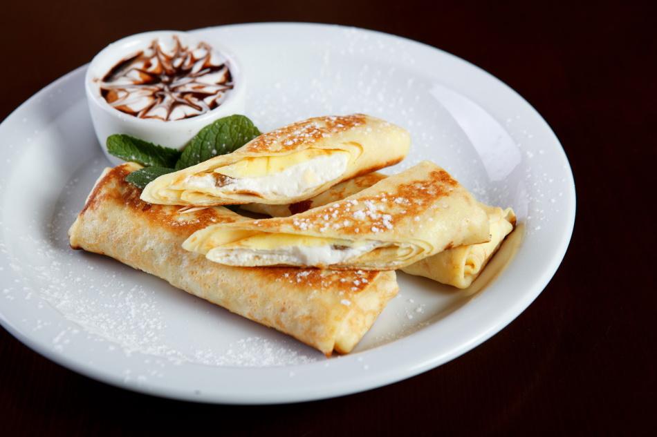 Блинчики с творогом - полноценное сладкое блюдо для обеда или завтрака