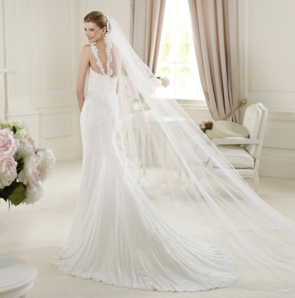 Стильный образ невесты с длинной фатой