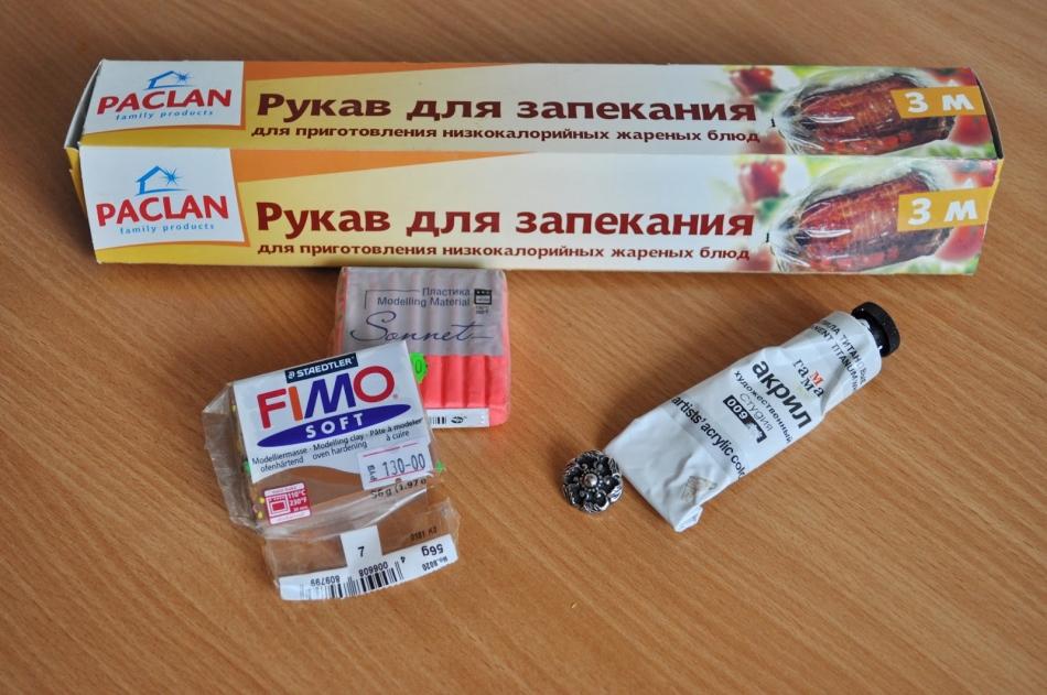 vot-chto-ponadobitsya-dlya-izgotovleniya-pugovici-iz-polimernoi-glini Поделки из полимерной глины - лучшие фигурки для новичков (105 фото)