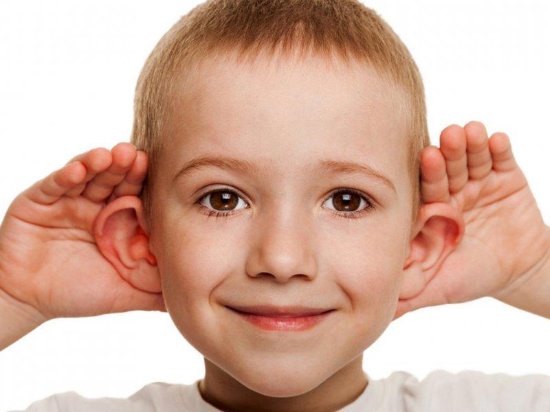 Лопоухость может стать причиной насмешек над ребенком