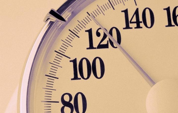 Систолическое или верхнее давление в норме равняется 120 мм.рт.ст