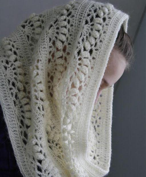 azhurnii-snud-kryuchkom-dlya-devochki Вязаный комплект крючком: шапка и снуд от Drops Design