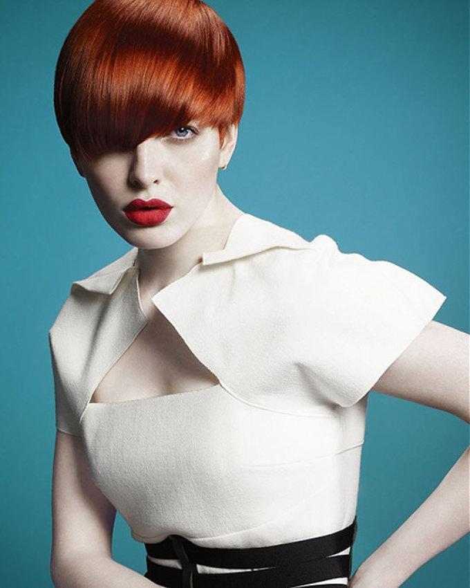 Стилисты заприметили {amp}quot;фишку{amp}quot; с контрастом кожи и волос и используют ее очень часто