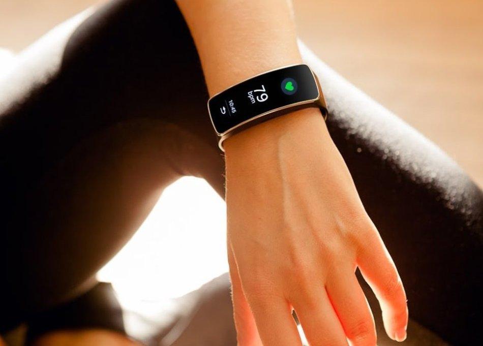 Фитнес-браслет станет незаменимым подарком для спортивной девушки