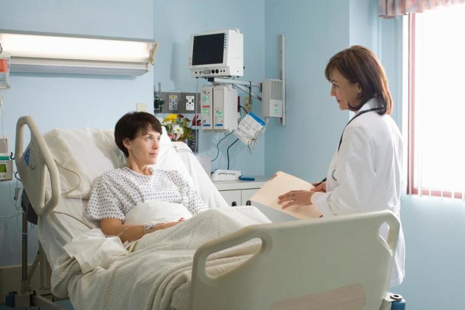 Лежать в больнице во сне - к одиночеству и непониманию наяву.