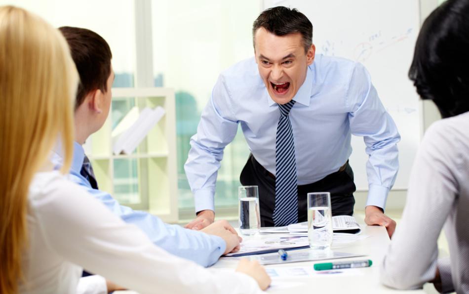 Многие начальники-энергетические вампиры любят общаться с подчинёнными, возвышаясь над ними