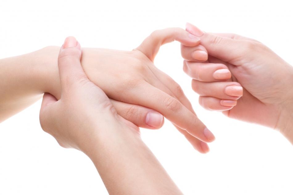 Массаж пальцев для избавления от боли