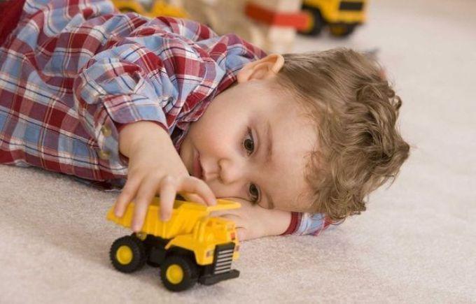 Потеет голова ребенка - повышенная температура воздуха в доме