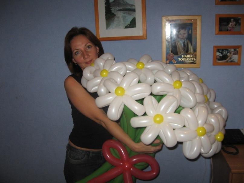 Ромашки из длинных воздушных шаров