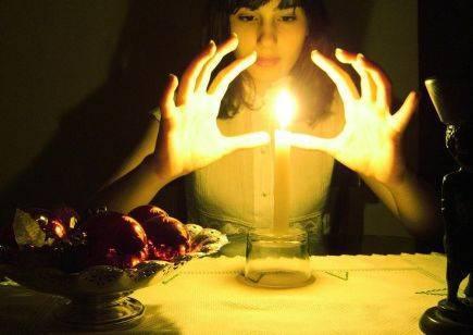 Как читать заговор на свечу