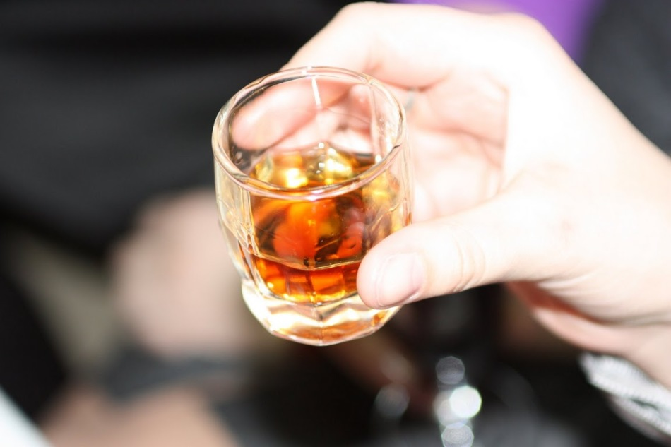 Употребление алкоголя может стать причиной появления {amp}quot;сосудистых звездочек{amp}quot;