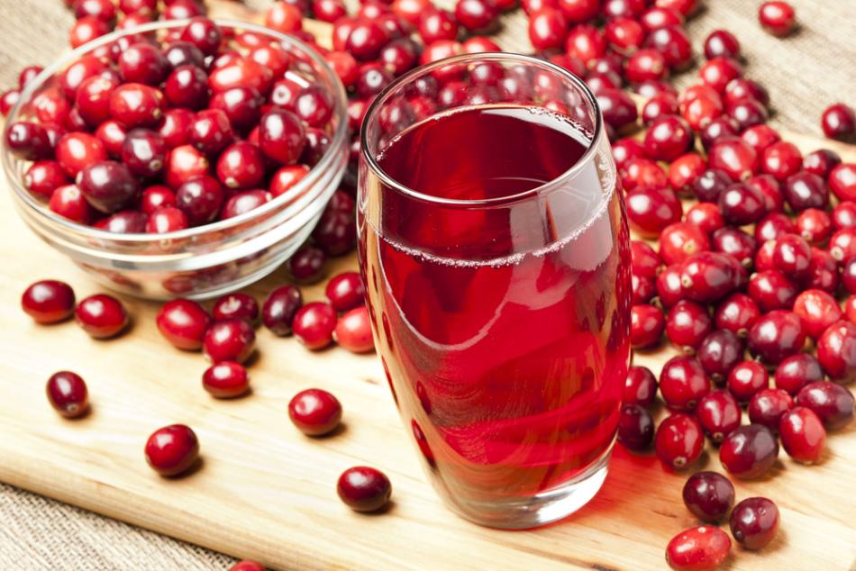 Клюквенный сок в безалкогольном глинтвейне поможет справиться с простудой