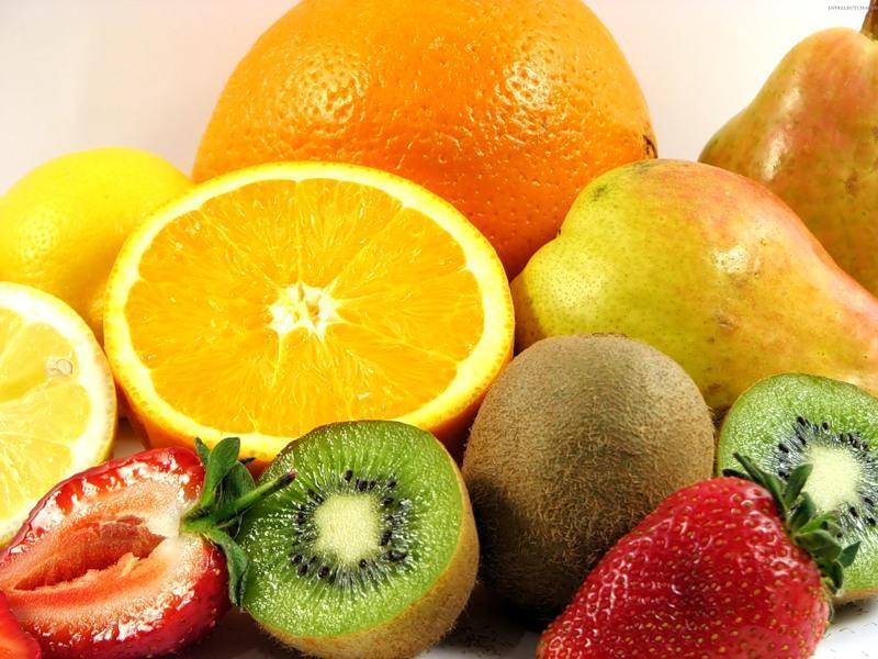 Фрукты и ягоды - основной источник витамина с