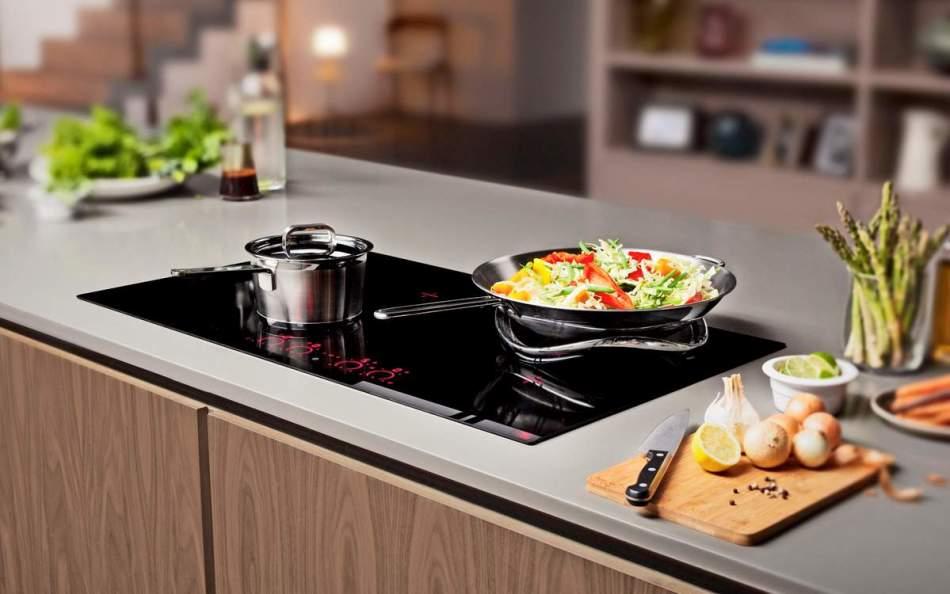 Для индукционной плиты подходит специальная посуда, но не алюминиевая