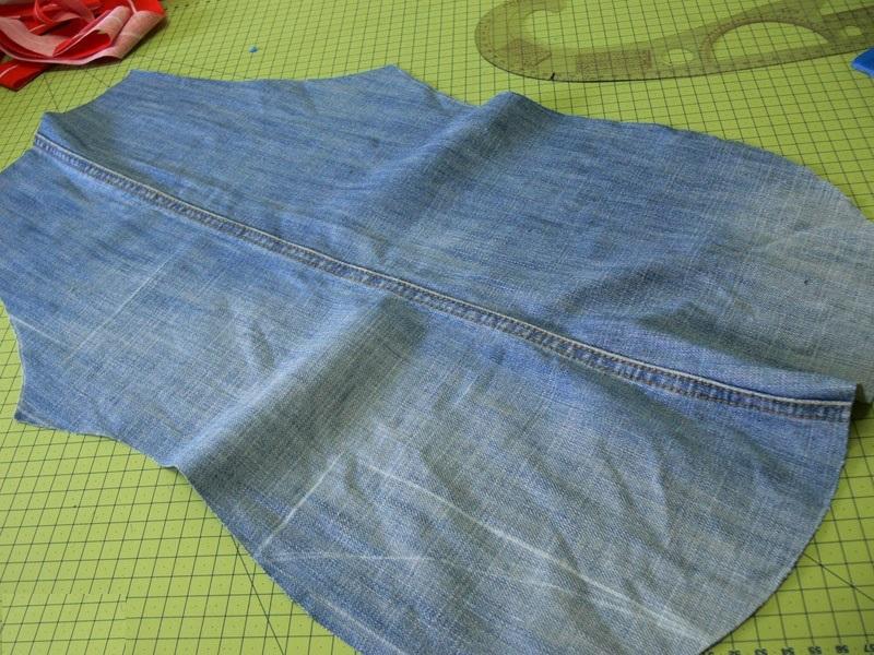 fartukizdzhinsov03 Сарафан из старых джинсов своими руками: выкройки, как сшить детский сарафан