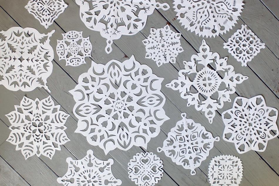 krasivie-i-raznie-snezhinki-iz-bumagi Как вырезать красивые снежинки из бумаги своими руками поэтапно? Как сделать объёмную снежинку оригами?
