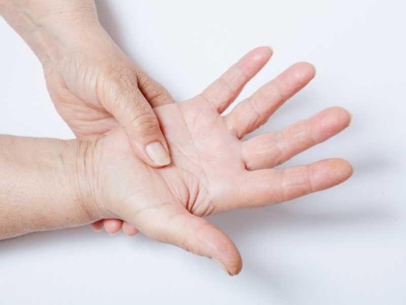 Разминание рук поможет избавится от онемения