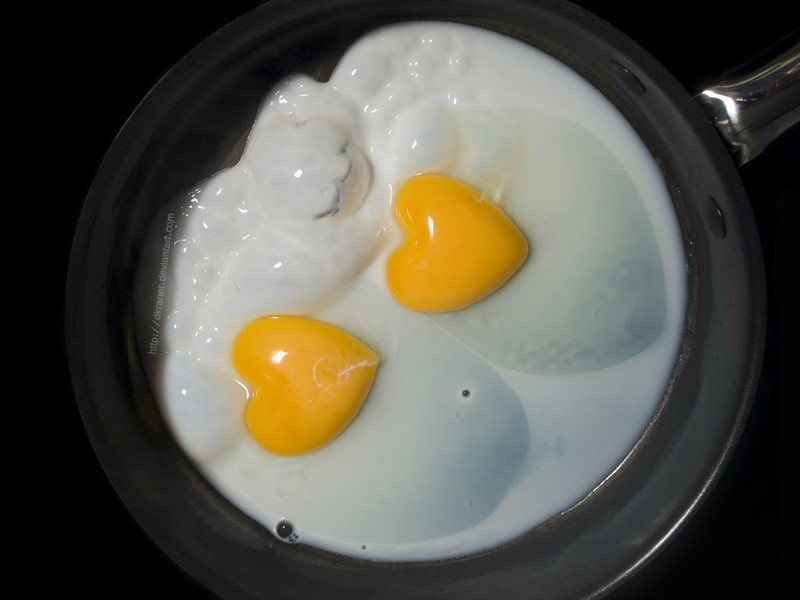 Жаренные яйца - высококалорийное блюдо