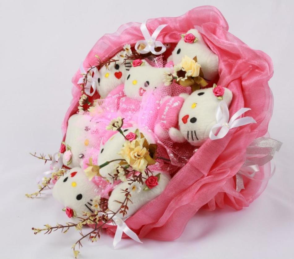 buketi-iz-myagkih-igrushek-kitti Как сделать простые мягкие игрушки своими руками