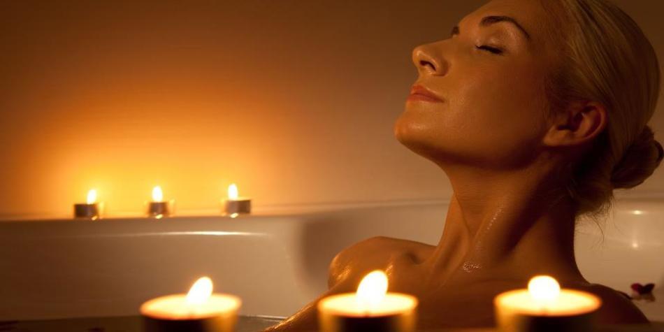 Ванны в домашних условиях с пеной, солью, травами или эфирными маслами помогут расслабиться и упорядочить мысли