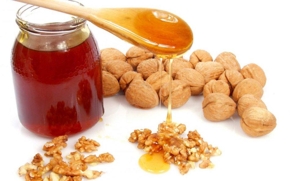Мед с грецким орехом давно и успешно используется для улучшения мужской «силы»