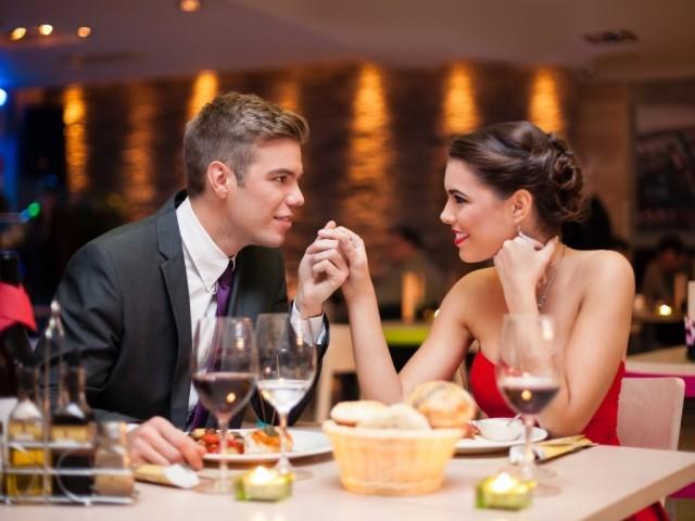 devushki-prishli-v-restoran-za-seksom-video