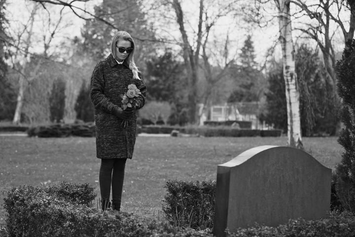 Почему беременным нельзя на кладбище{q}