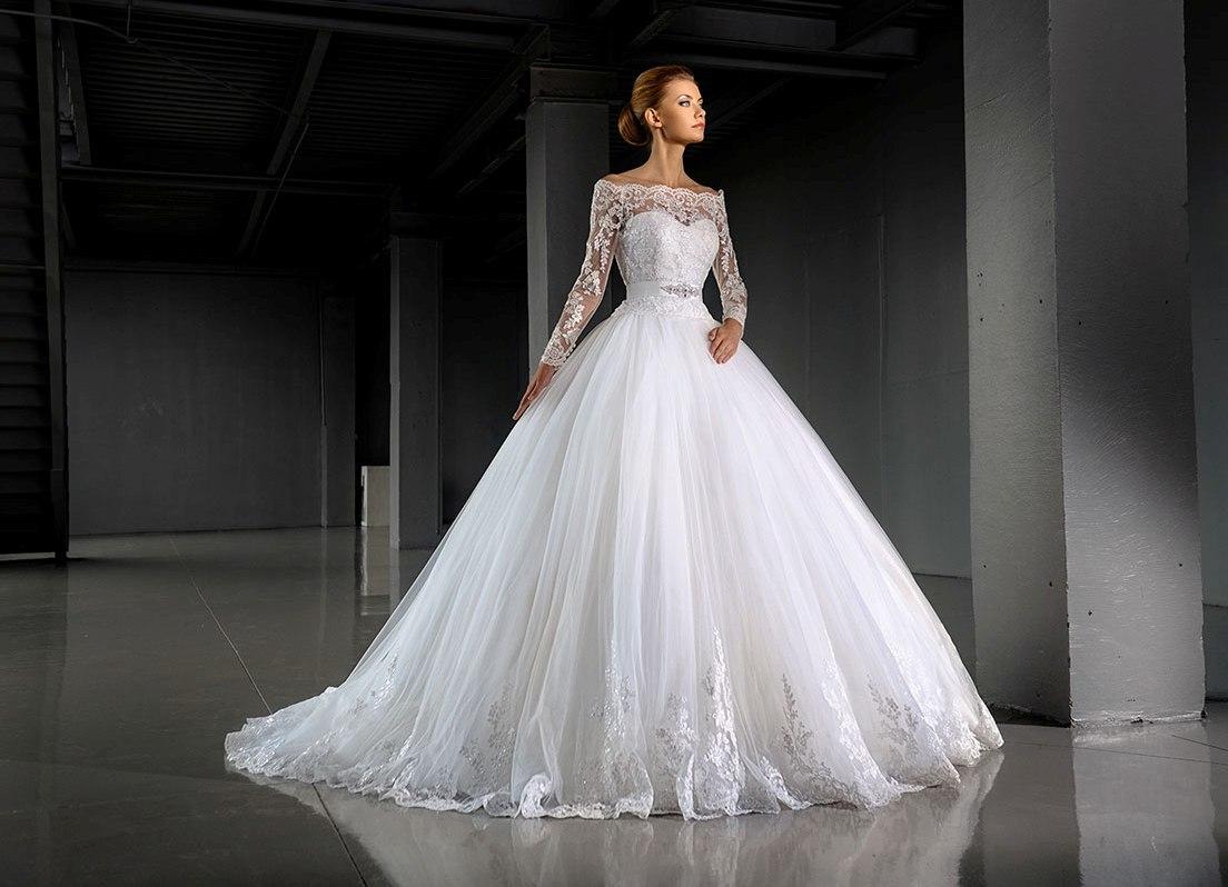 Пышное длинное платье для церемонии венчания