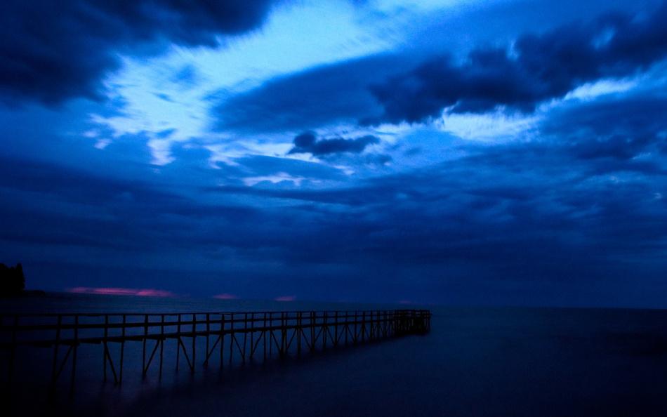 Синие тучи - отражение природного синего цвета