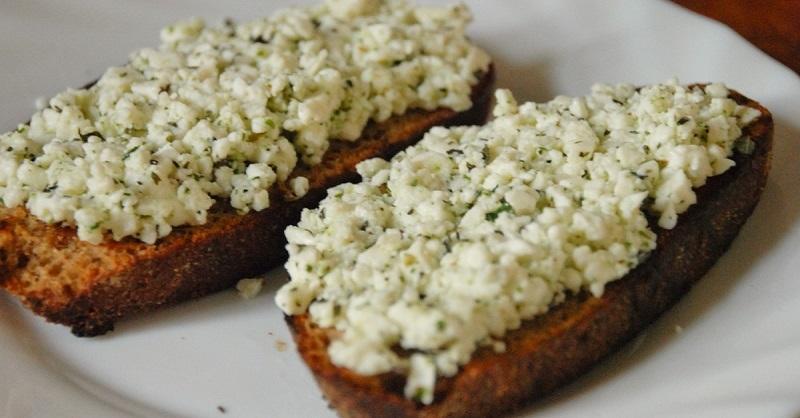 Бутерброды с творожной пастой.