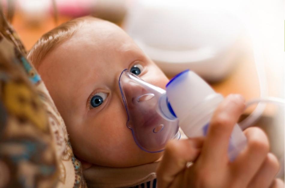Ингаляции с небулайзером при влажном кашле у детей.