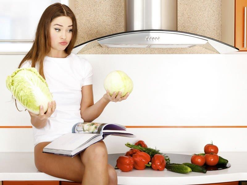 Диета приветствует различные салаты из овощей и фруктов