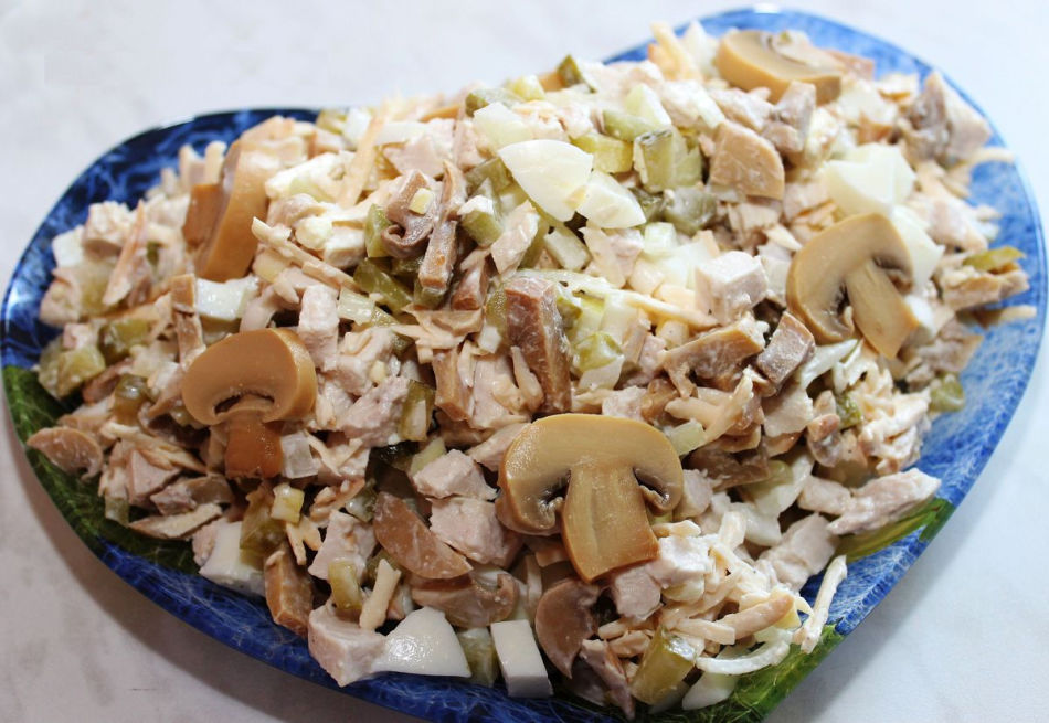 Салат с курицей и шампиньонами по дюкану