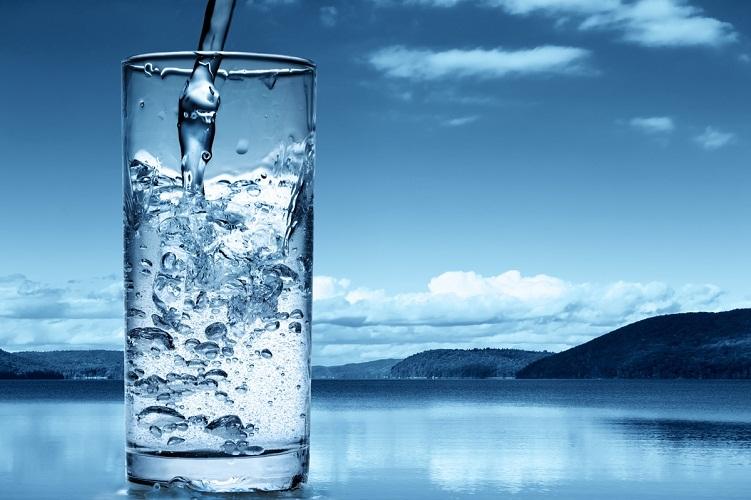 Запоры бывают от недостатка воды