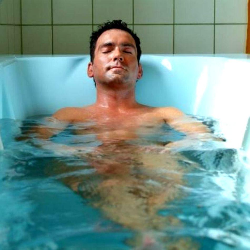 Каждый день купаться с мылом нельзя, нужно только мыть интимные места, подмышки