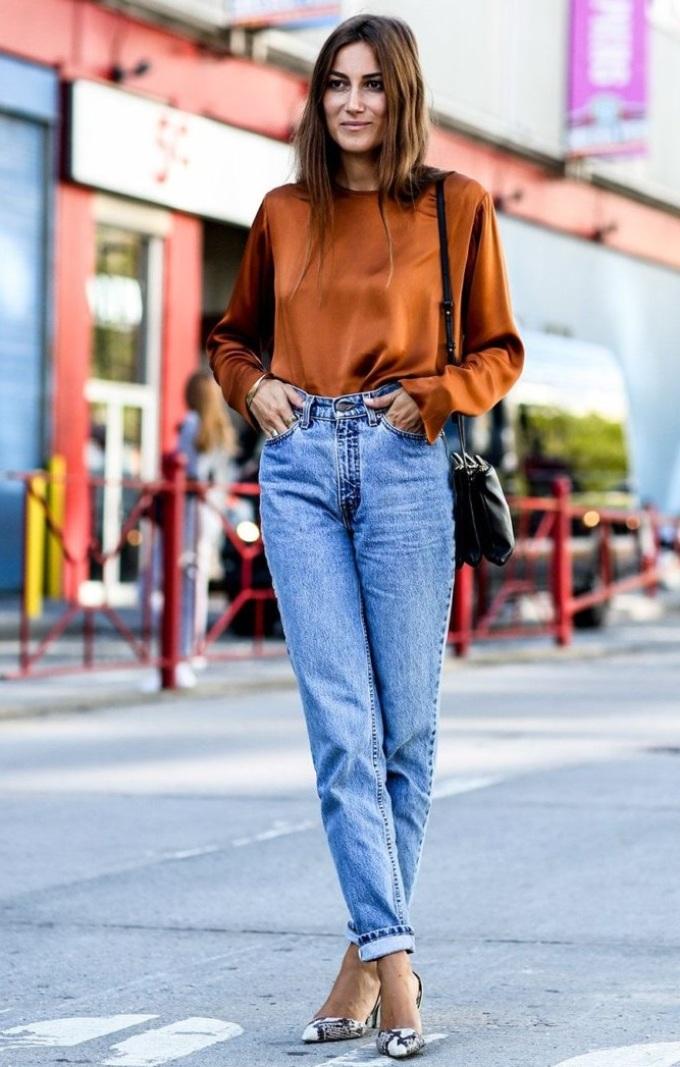 Модные женские джинсы 2019  модели, цвет, образы, 75 фото. Тенденции ... 13e3cdb402a