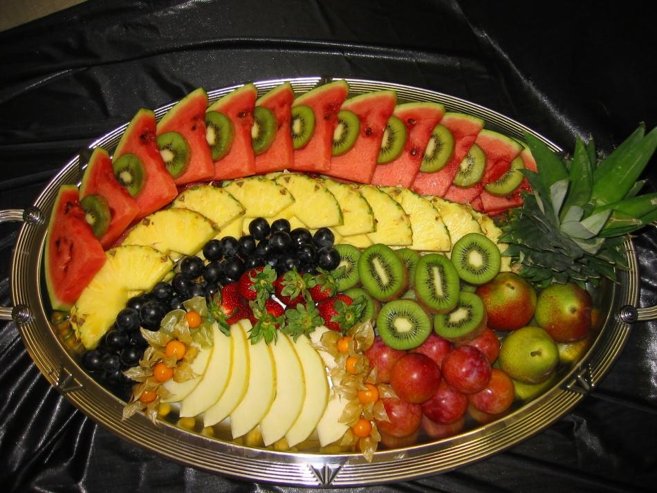 красивая нарезка на праздничный стол фруктовая овощная сырная