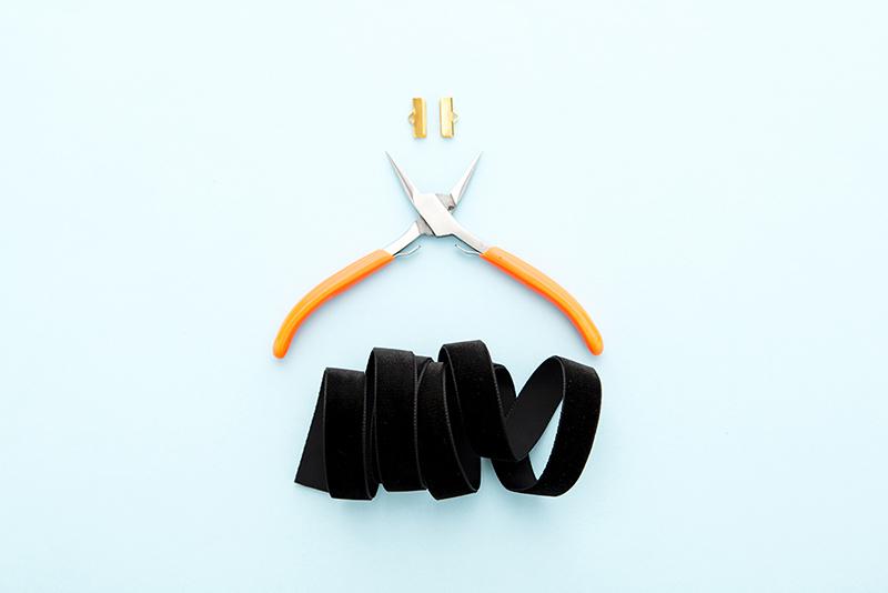 materiali-dlya-izgotovleniya-chokera Браслет из ленточек своими руками: схемы с фото и видео