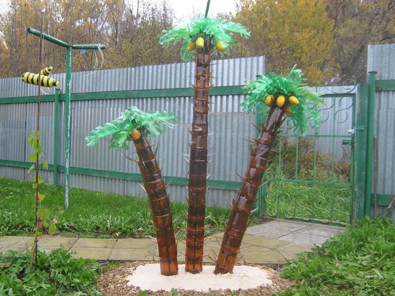 Вот такой получается пальма из бутылок