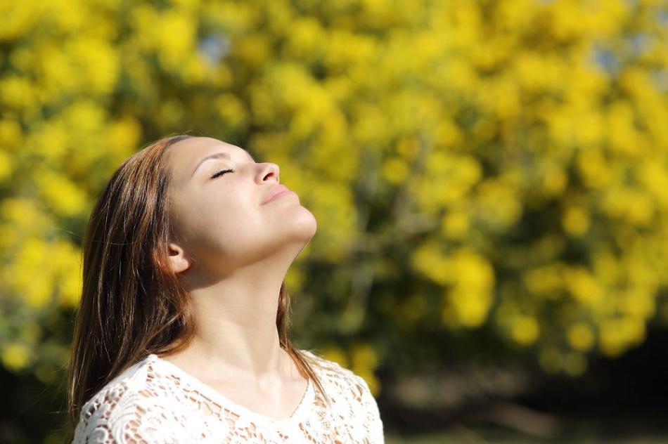 Глубокое дыхание помогает снять напряжение во время стресса и избежать слез