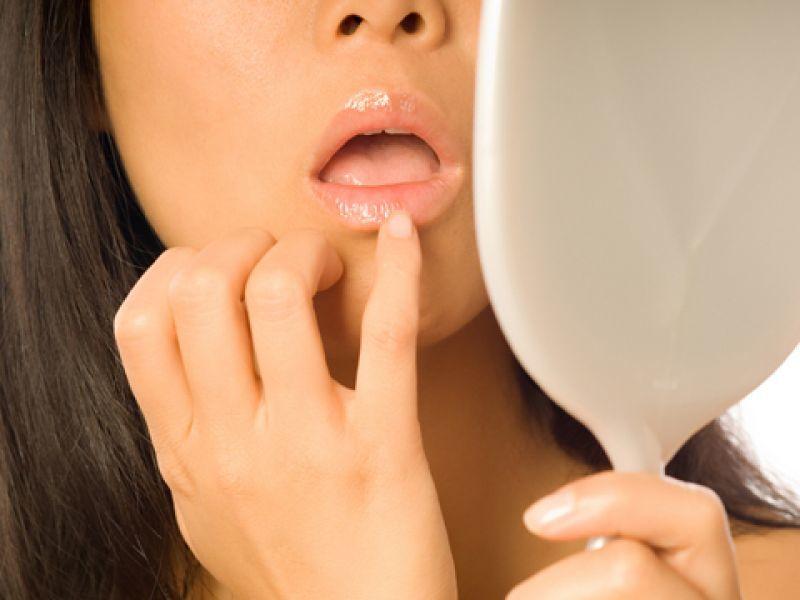 В народе существуют разные трактовки того, почему чешутся губы