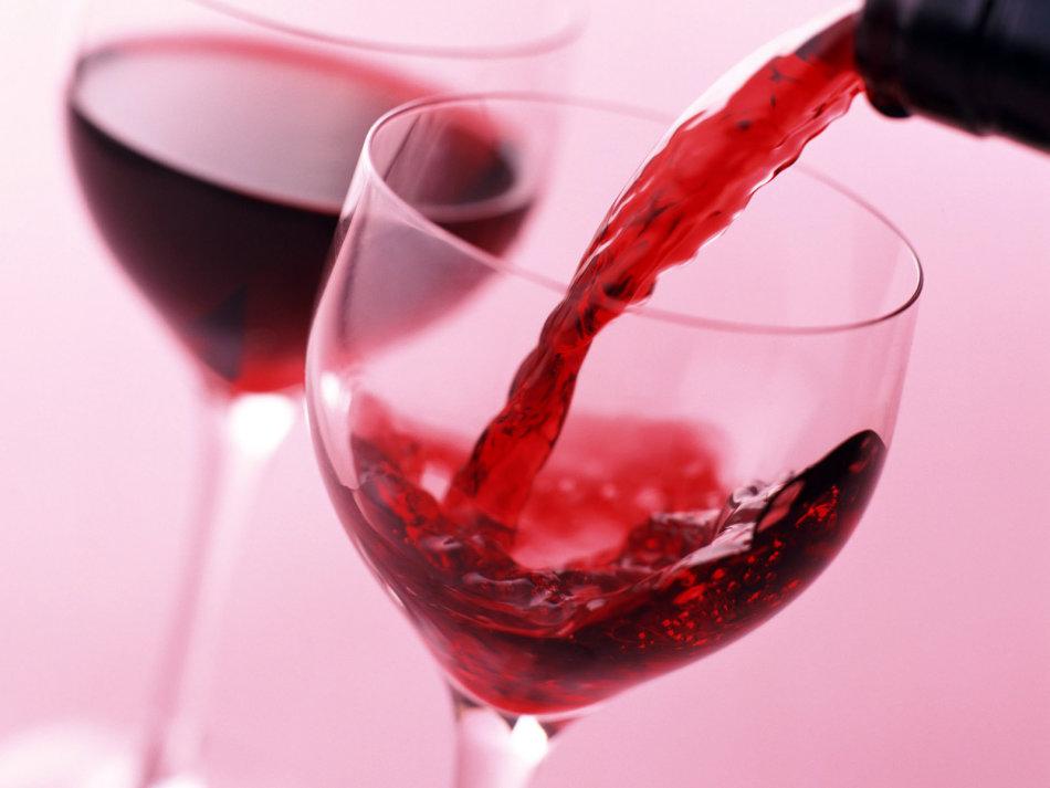 Алкоголь категорически запрещен маме при кормлении грудью