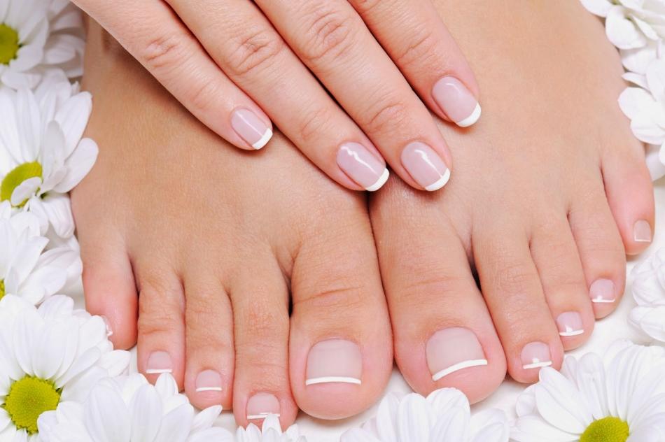 Отрастить ногти на ногах быстро можно при помощи парафиновых ванночек